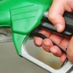 Caro benzina: Scajola bacchetta petrolieri e automobilisti