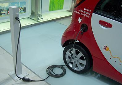 http://www.risparmiauto.it/wp-content/uploads/2011/11/auto_elettrica-ricarica-1.jpg