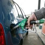 Benzina finalmente al ribasso, ma per le associazioni dei consumatori non è abbastanza
