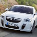 Opel Insignia, un restyling a suon di motori
