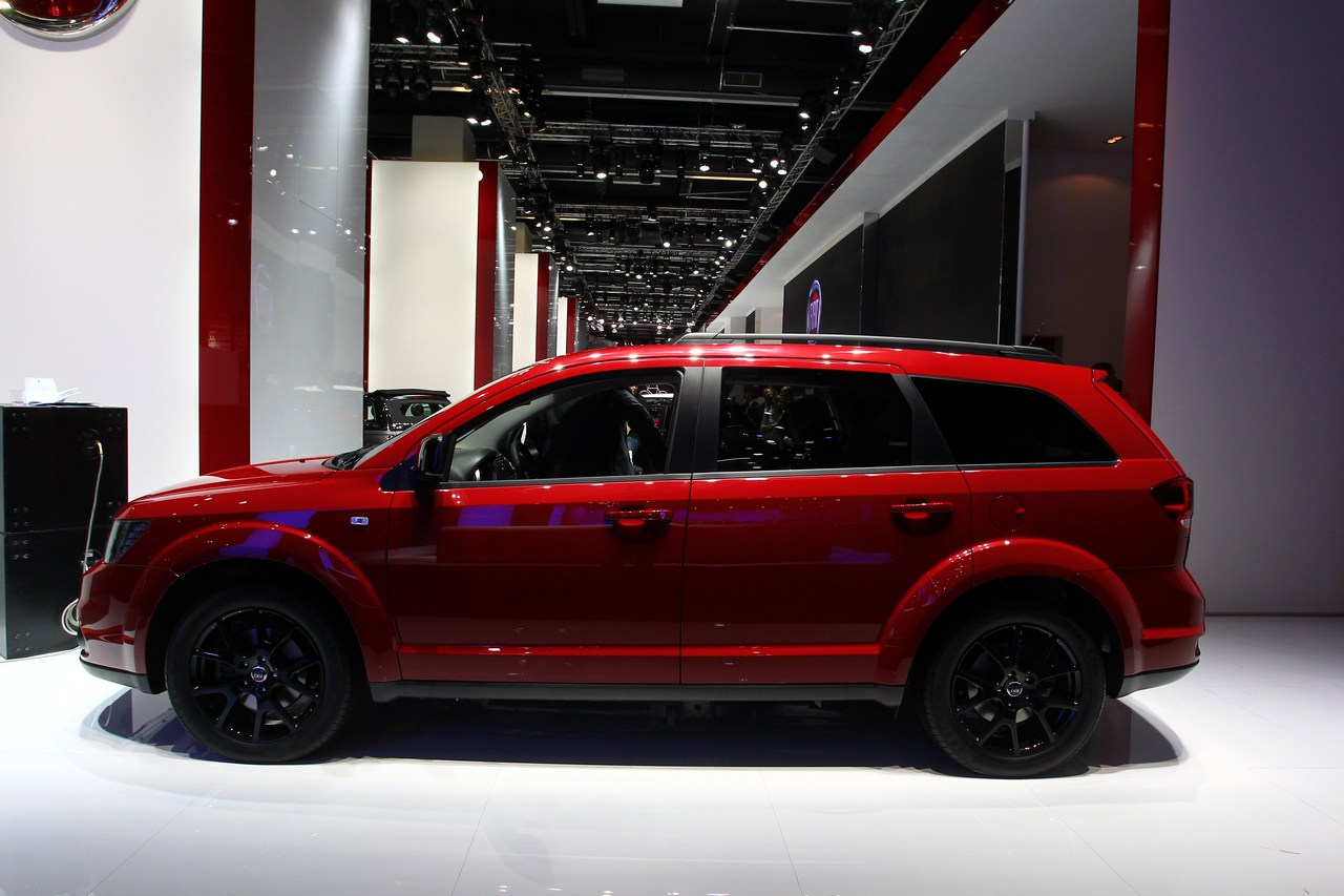 Fiat-Freemont-Black-Code