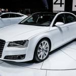 Audi A8, spettacolo sulla strada